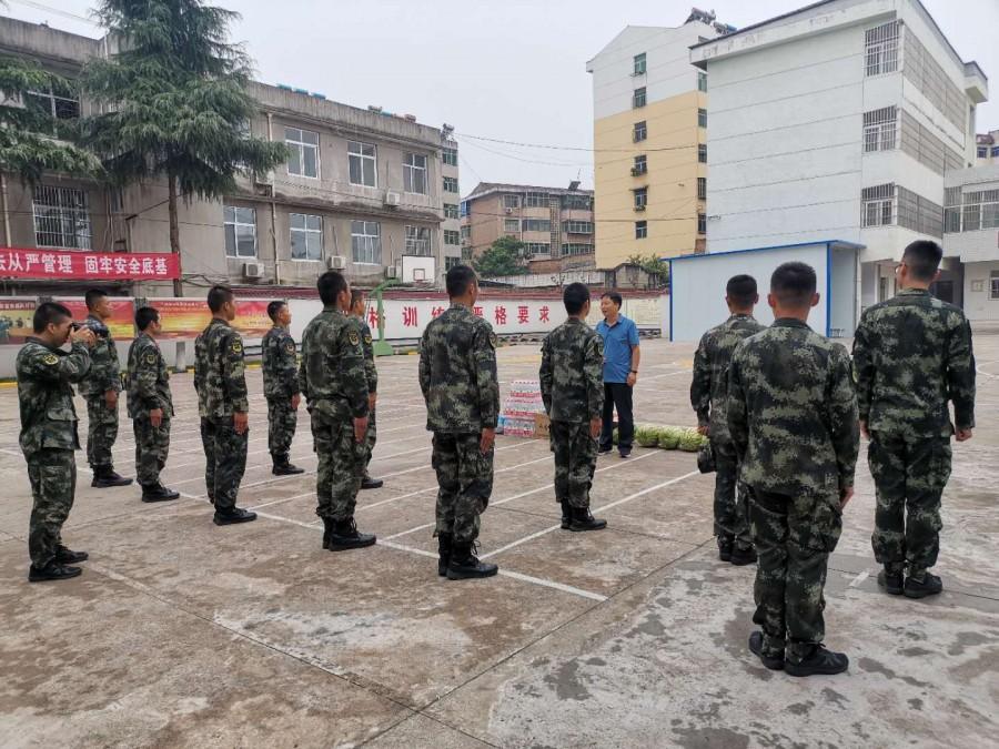 陕西新贸集团慰问扶风县武警中队官兵